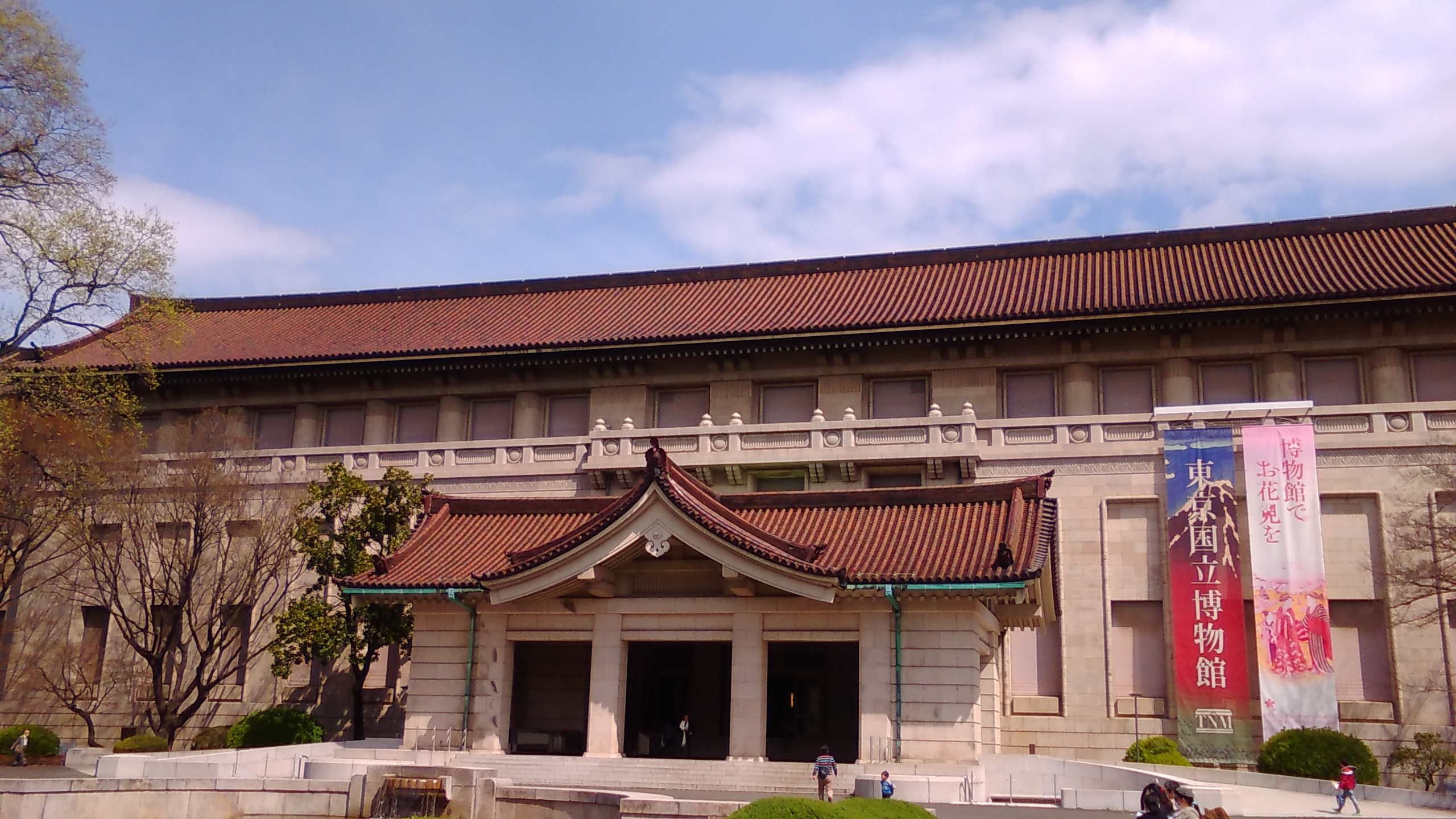 上野で博物館鑑賞と思わぬ花見