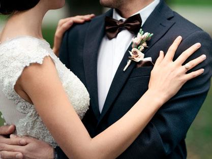 イマドキのキャリア女子は晩婚でなく早婚が多い!?  結婚事情とそのお相手