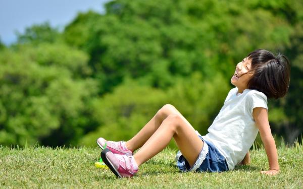 進む校庭の芝生化、実はマイナス面も? 経験者が語る【パパママの本音調査】 Vol.252