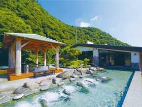 天空大露天風呂で箱根の新緑を!