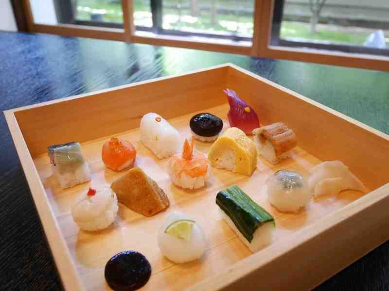 まるで宝石箱!京都・祇園でかわいい一口サイズの豆すし「祇をん 豆寅」