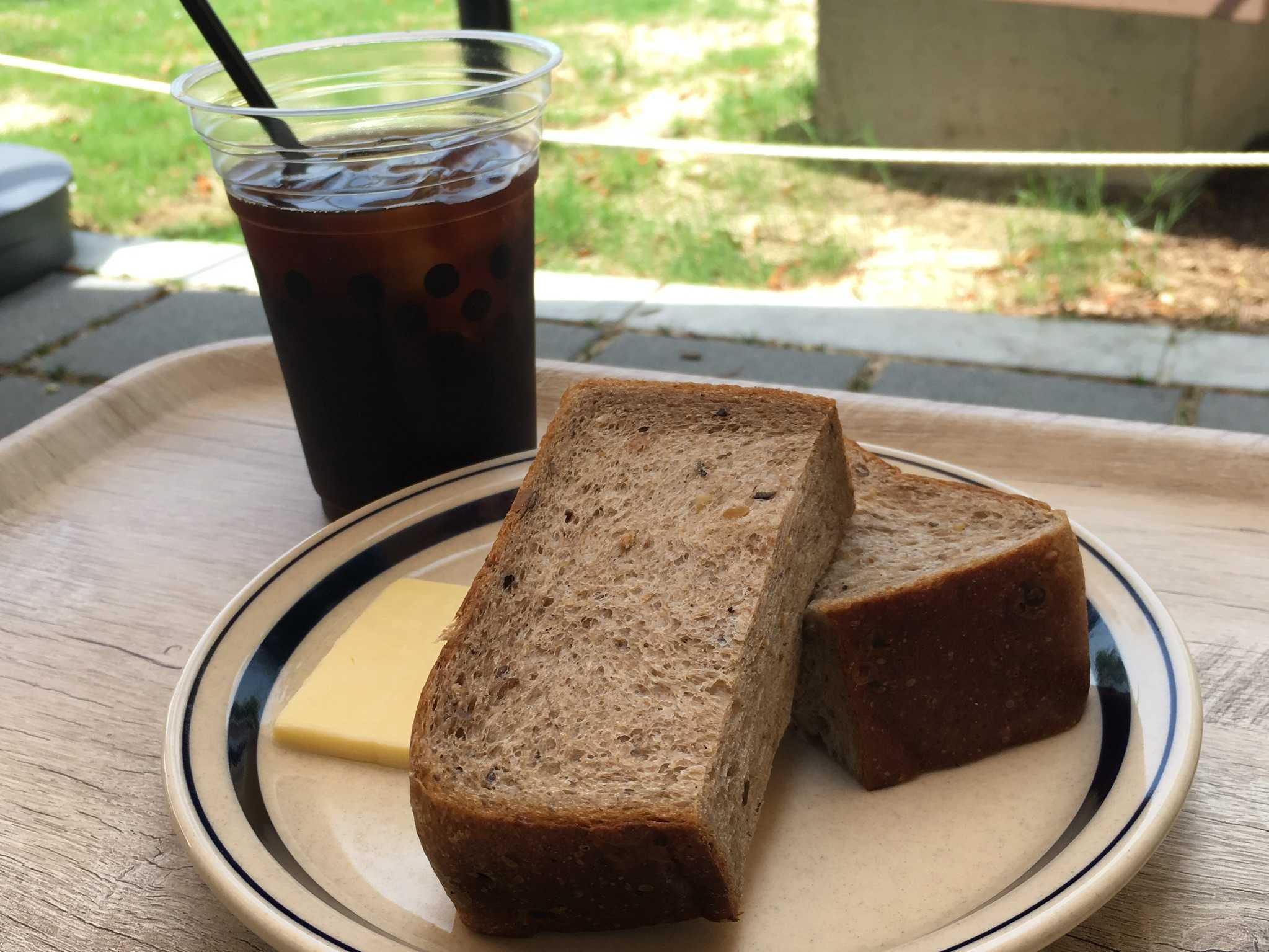 【大阪城公園】新緑の中のテラス席で食べるモーニング