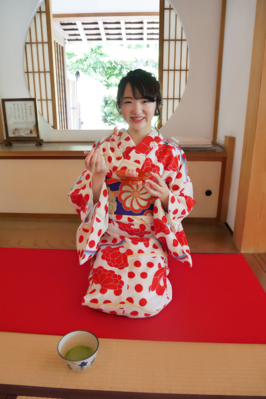 お寺の中のお茶室でいただくお抹茶と美鈴の和菓子♡