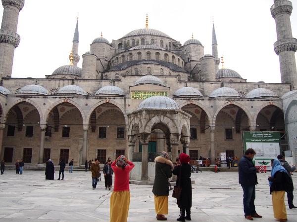 【トルコ②】世界で最も美しいモスク『ブルーモスク』内部へ潜入♪