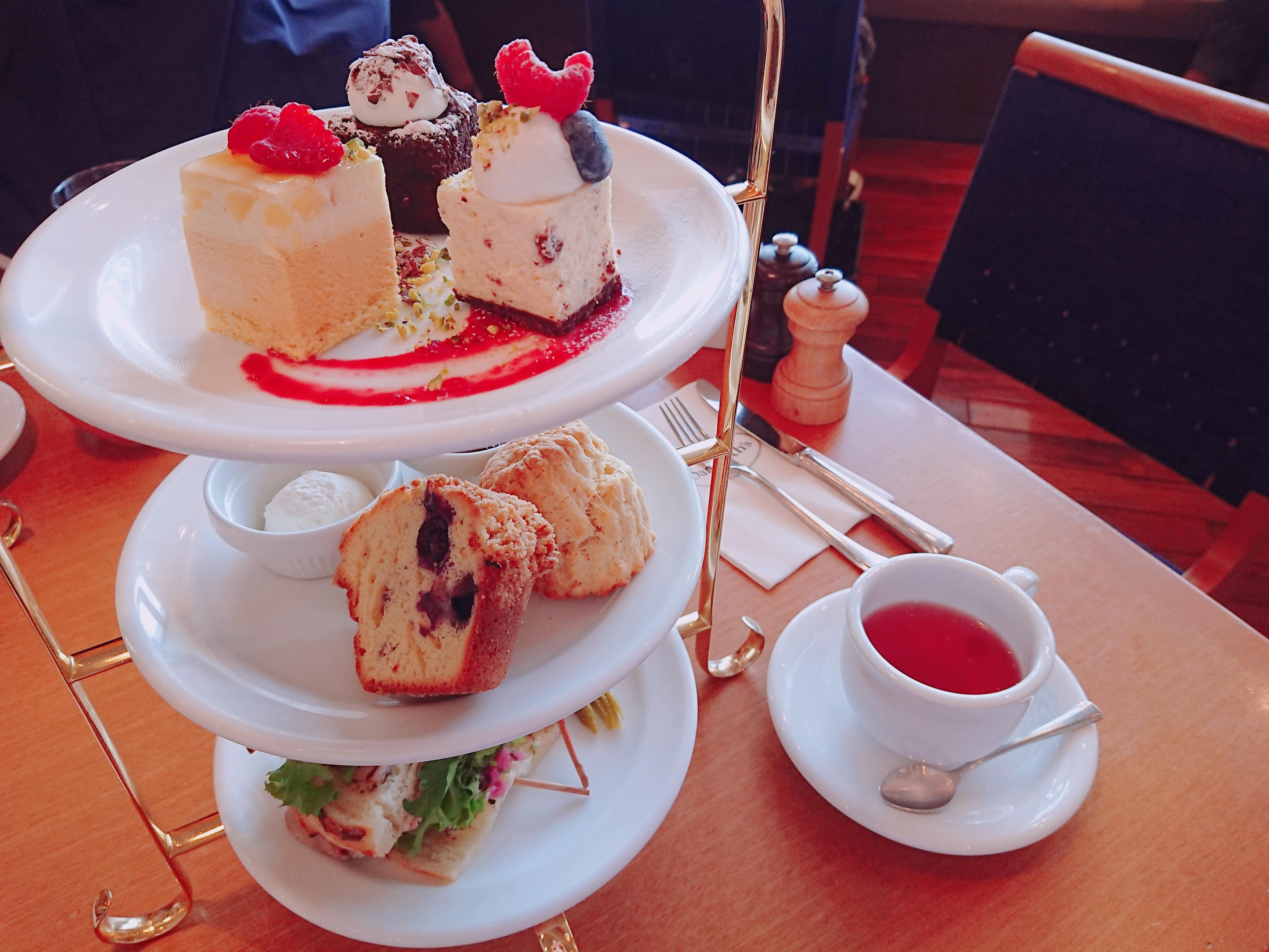 あの有名カフェで2500円アフタヌーンティー♪
