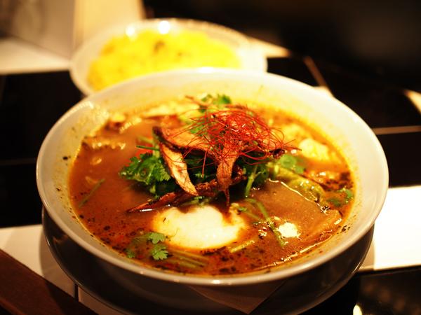 【下北沢】さらっとお茶漬け感覚! ●●たっぷりのスープカレー