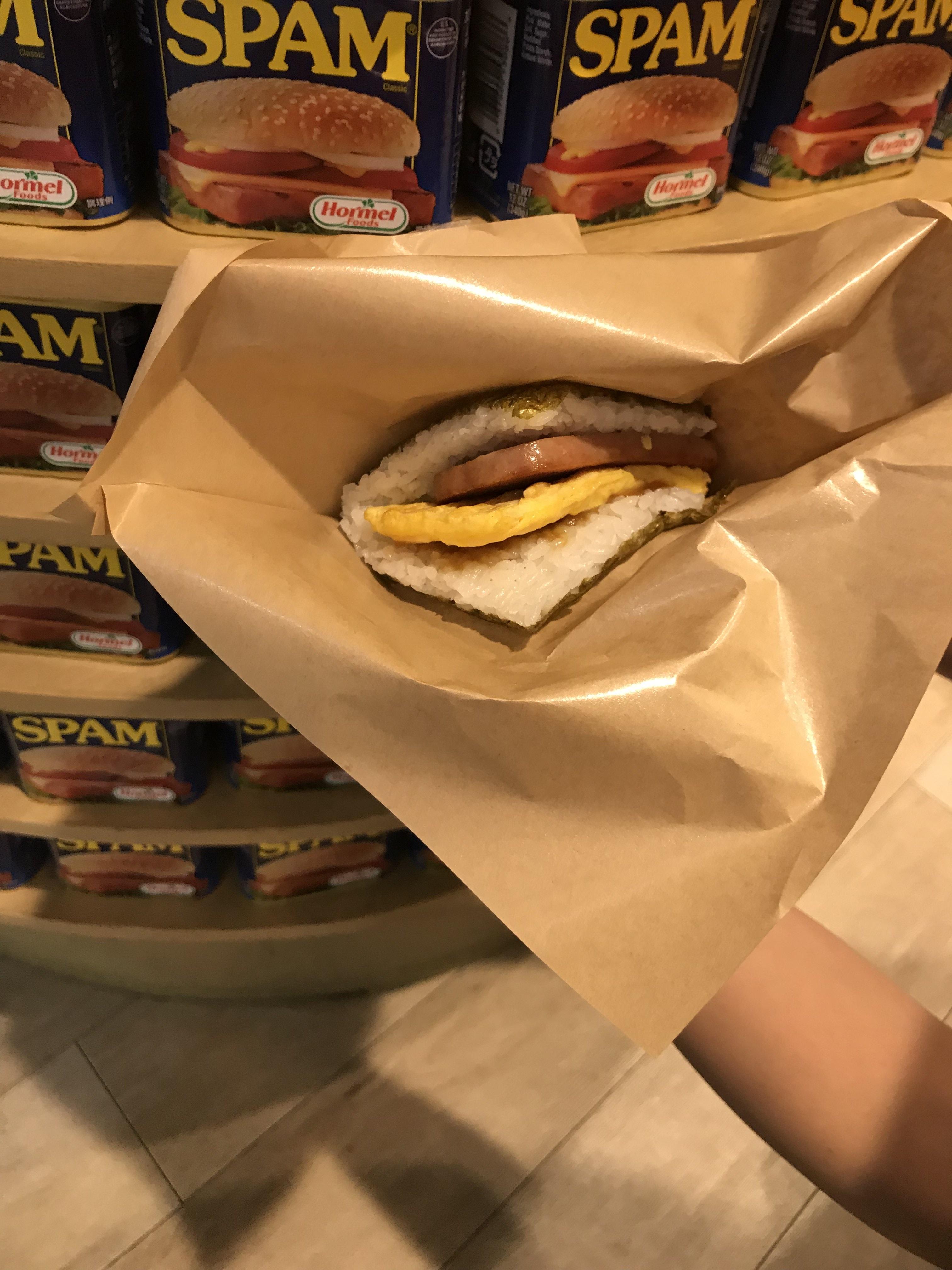 沖縄に来たらここ!那覇空港で食べる絶品スパムおにぎり◎おススメ!