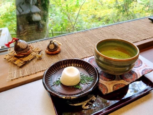 綺麗な景色を眺めながらいただくお抹茶とお餅にほっこり♪癒し系カフェ