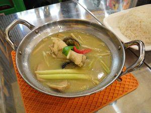 【新橋】「タイ屋台 999」で魅惑のグリーンカレー&火山鍋を食べてきた