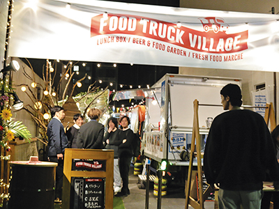 話題店の屋台型フードトラック「FOOD TRUCK VILLAGE」が博多駅前にオープン!