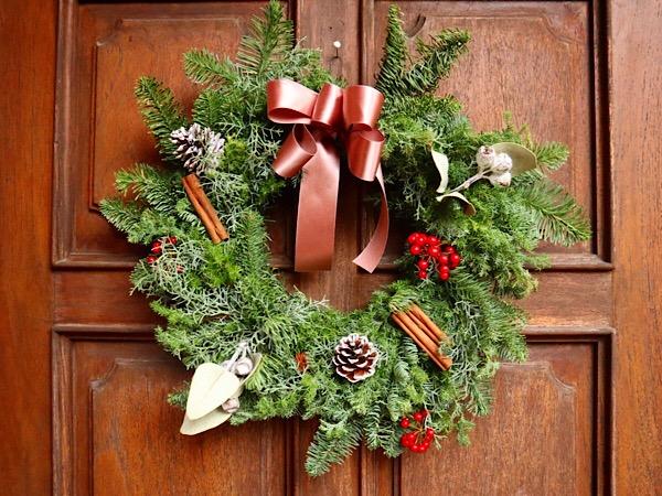 とっても簡単!手作りクリスマス・リースでクリスマス気分を盛り上げよう♪