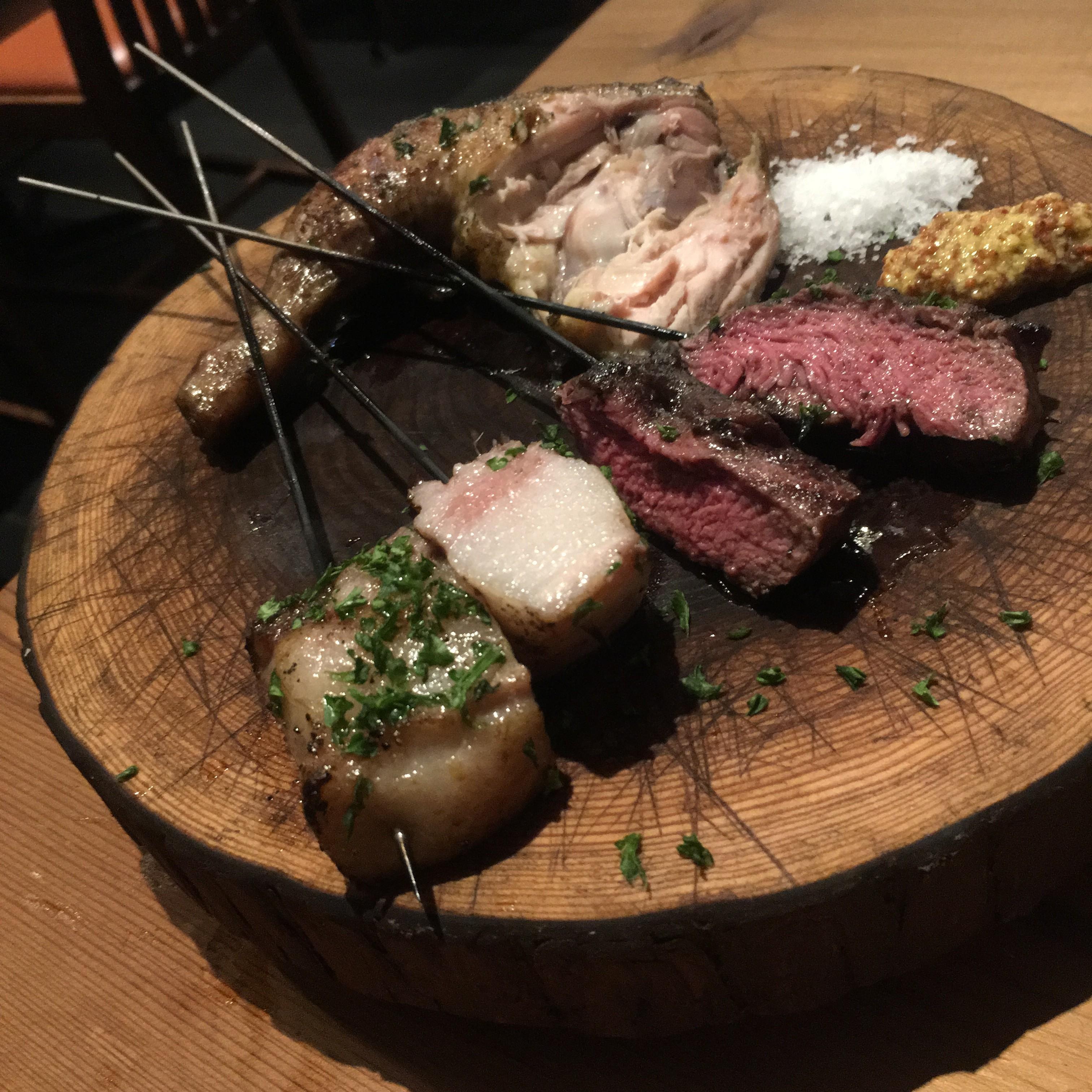 山小屋雰囲気の中でジビエ料理を堪能!薪焼きジビエバル YAMAGOYA