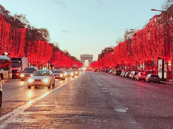 12月のパリはNoel一色!シャンゼリゼ通りのイルミネーションも☆