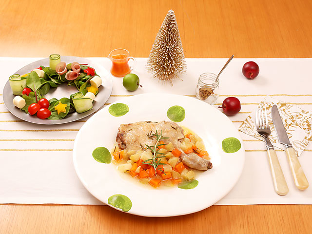 骨付き鶏とりんごのポットロースト&リース風サラダ