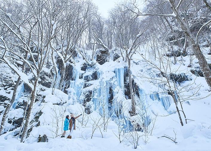 星野リゾート 奥入瀬渓流ホテル「冬の奥入瀬ガイドツアー」(イメージ)