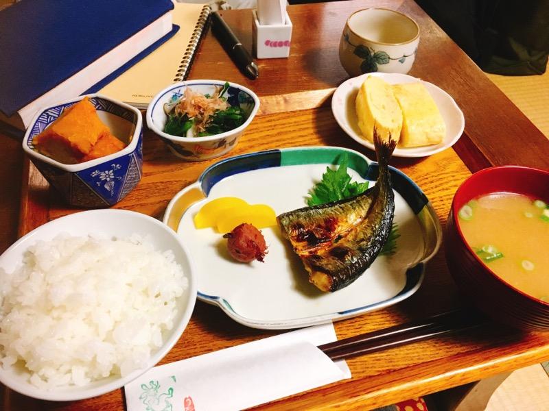 休日朝活。京都の花街にある町家でおばんざい朝食を。