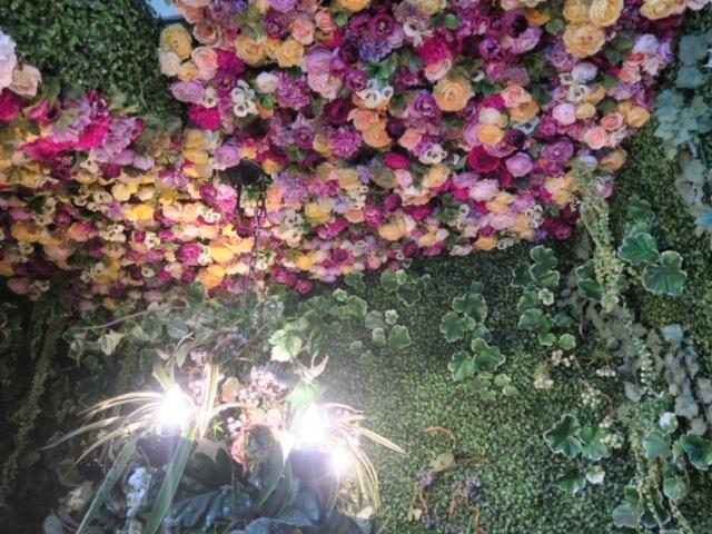 恵比寿駅から徒歩2分。お花いっぱいのおしゃれカフェ♪