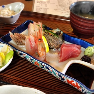 めっちゃ新鮮!激安海鮮ランチ「冨田屋」