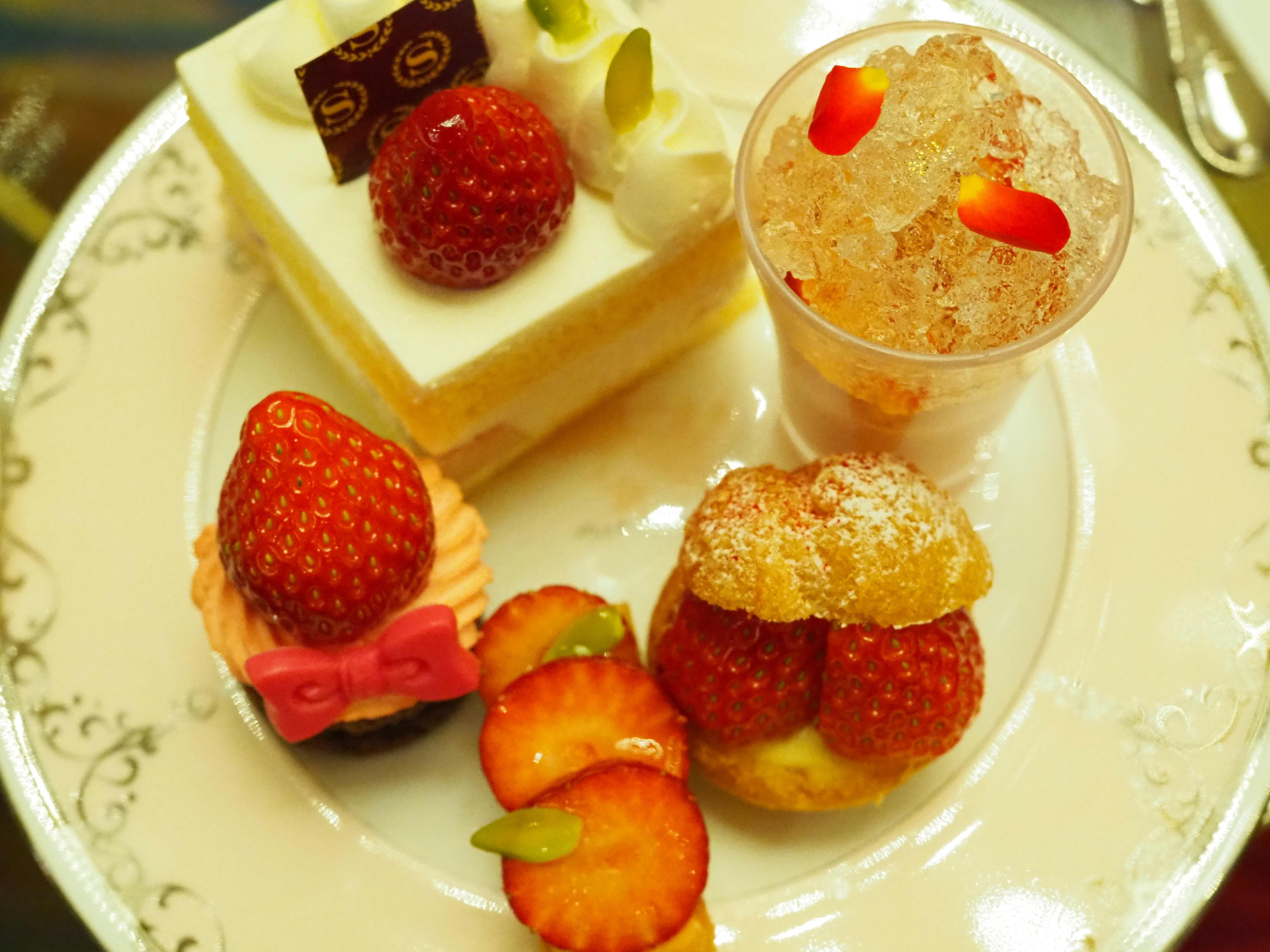 【ロンネフェルトの紅茶数種飲み替え可!】ストロベリーアフタヌーンティー
