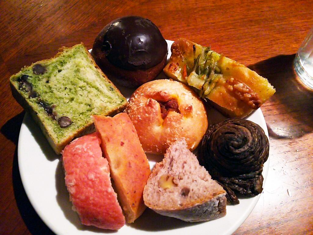 種類が豊富!女子に人気!パン食べ放題のお店 「colors」in 梅田