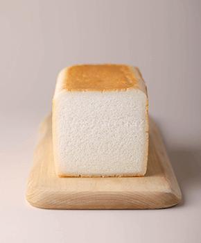 金芽米粉100%の「キンメッコパン」(972円)。小麦粉・添加物は不使用
