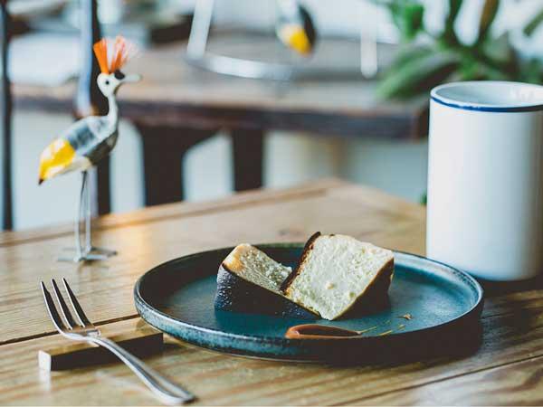 ヨーロッパの隠れ家のようなカフェで、極上のコーヒーとスイーツを Cafe Tocoche