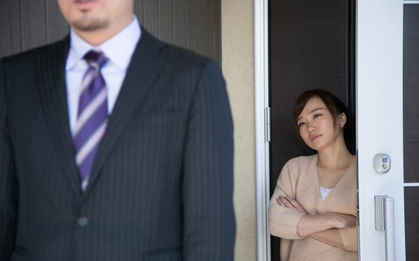 夫の浮気、不倫…オフホワイトなうちに妻がすべき「初動対応」