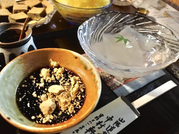 【常連ご用達のお菓子編】京都・老舗和菓子屋、中村軒のかつら女とわらび餅