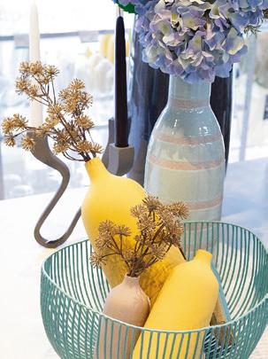 自社製品のほかドイツ製の花瓶など海外直輸入商品も