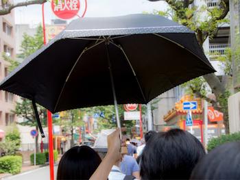 日傘、使っていますか? 人混みなどで「その日傘、ジャマ!」と思った経験は?
