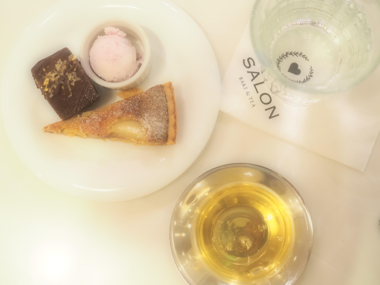 【新宿駅近】かわいいスイーツ、キッシュ、パンが座ったまま食べ放題!