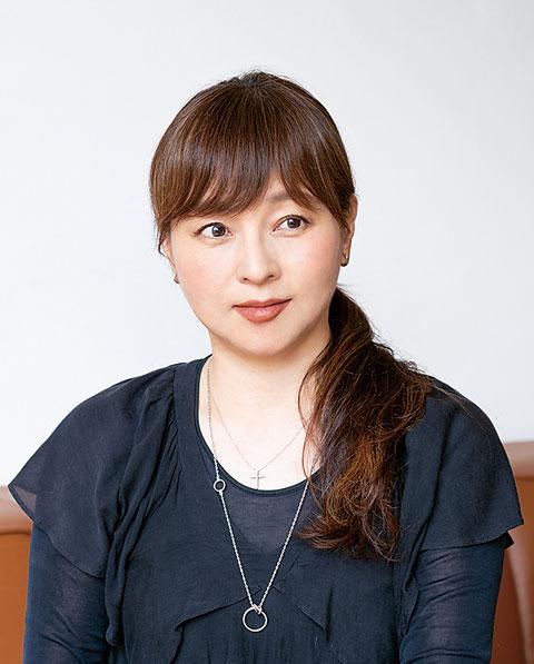 photo:ヘア&メイクアップアーティスト 中野明海さん
