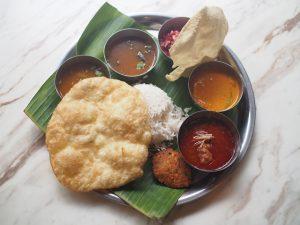 【神保町】南インド料理の新店「三燈舎(SANTOSHAM)」で幸せミールスを♪