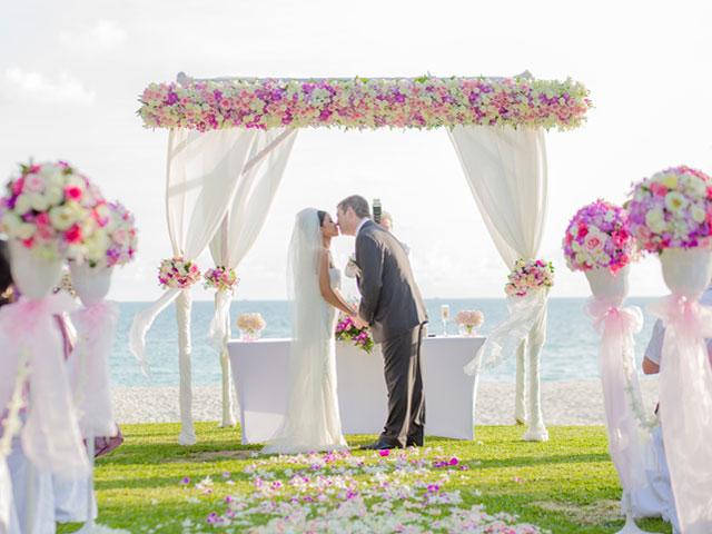 結婚式、まず何をすればいい?