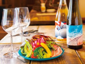 旬の食材をたっぷり使った料理と、自然派ワインを楽しめる店 ソプラッチリア