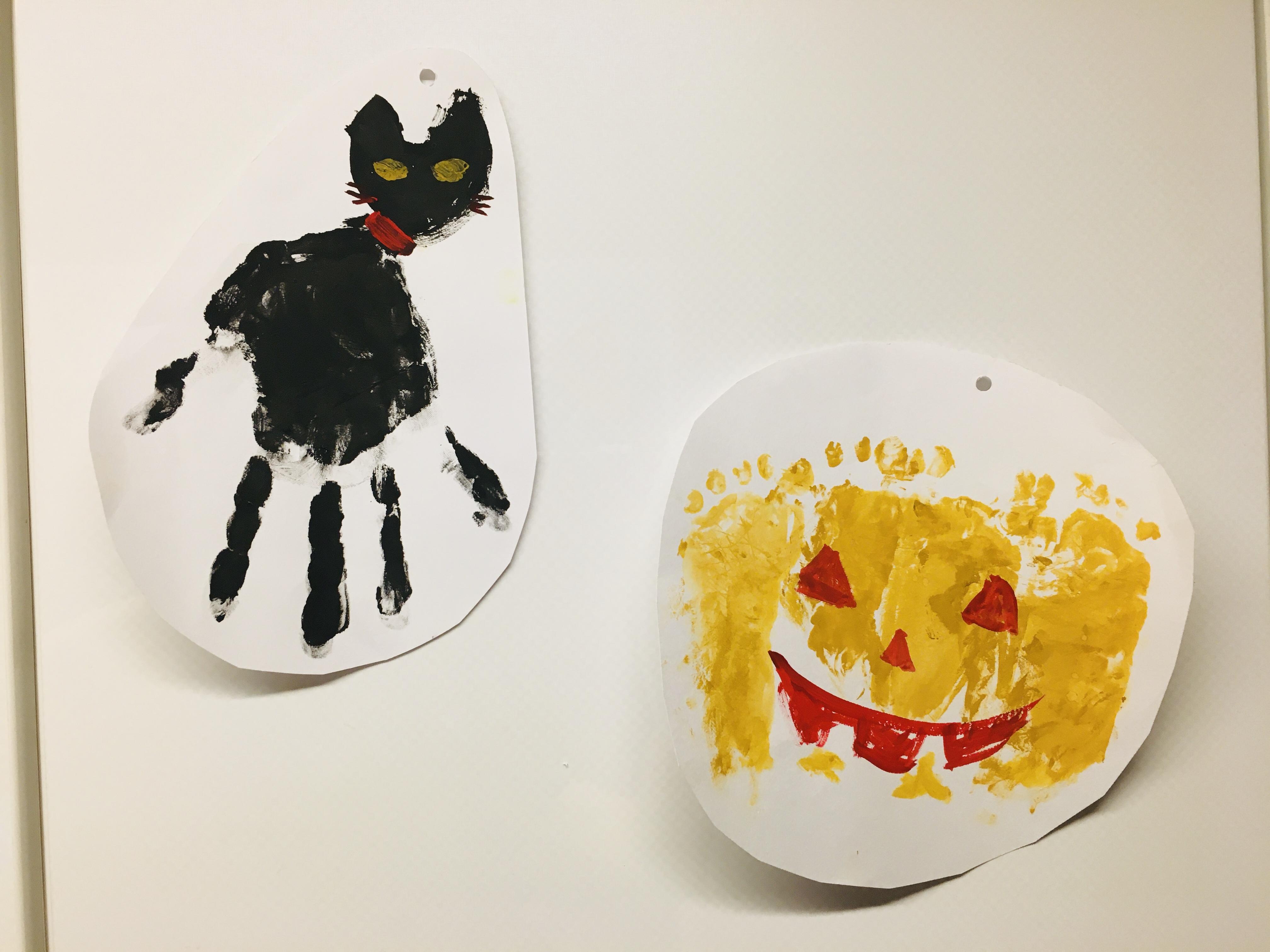 「手形足形アート」で簡単ハロウィーン飾りの作り方