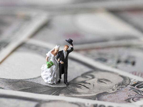 先立つものがないと、愛もめばえない!? 結婚相手に求める年収は?