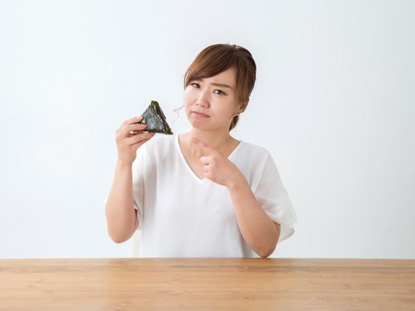 デスクでの朝食は許せる? オフィスにおける「となりの朝ごはん」調査