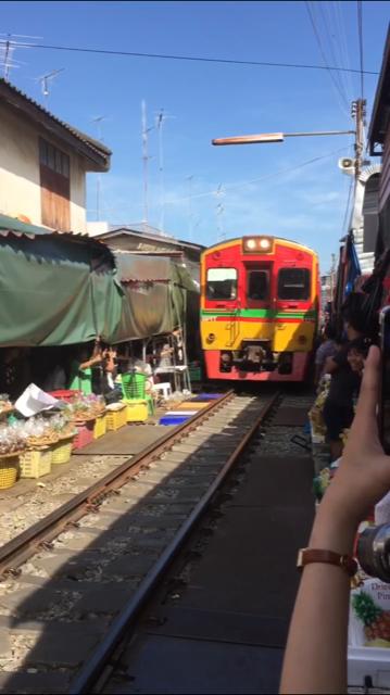 【タイ*バンコク①】線路内の市場!?楽しいところがいっぱいのタイへ