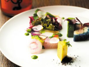 食材への愛があふれる丁寧なフレンチを、カジュアルな雰囲気で Lovey