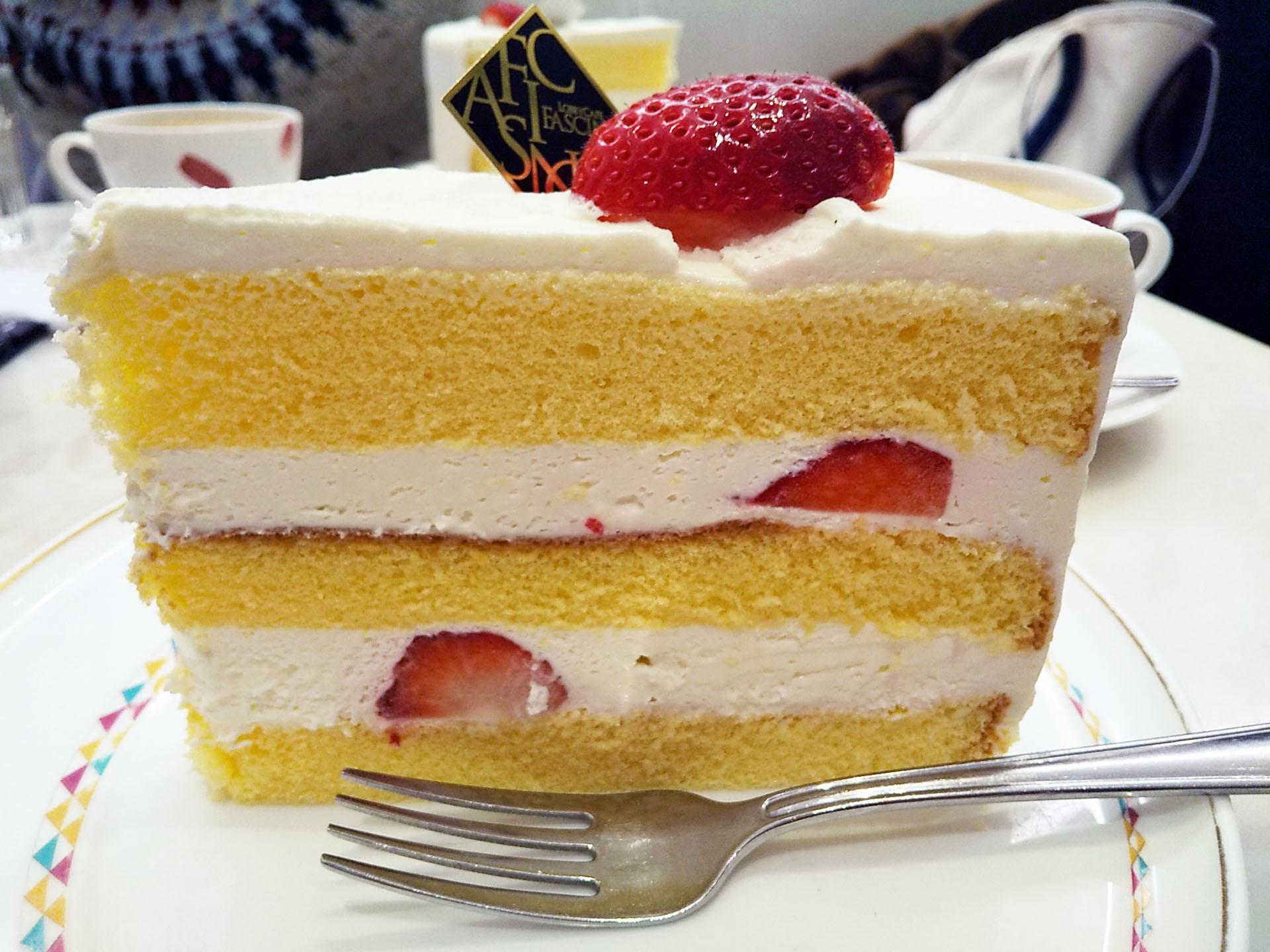 いちごのショートケーキが大きい!in 難波