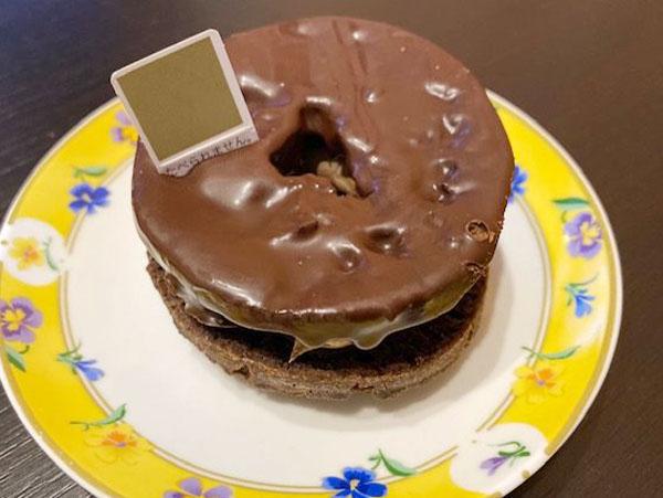 6種の中、どのお店でも売切れ、原材料品切れだったミスド×ピエール・エルメの「キャレマンショコラ」。大型店舗でやっとゲット!食べてみた♡